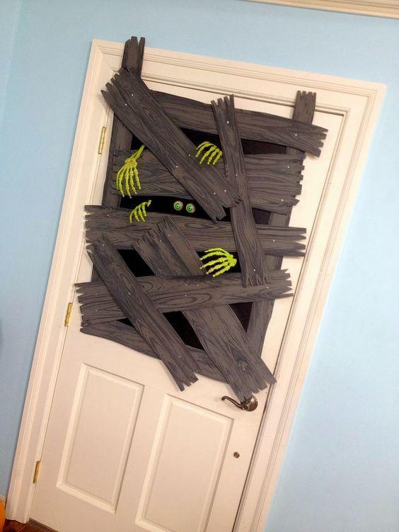 decoracion de halloween en puerta