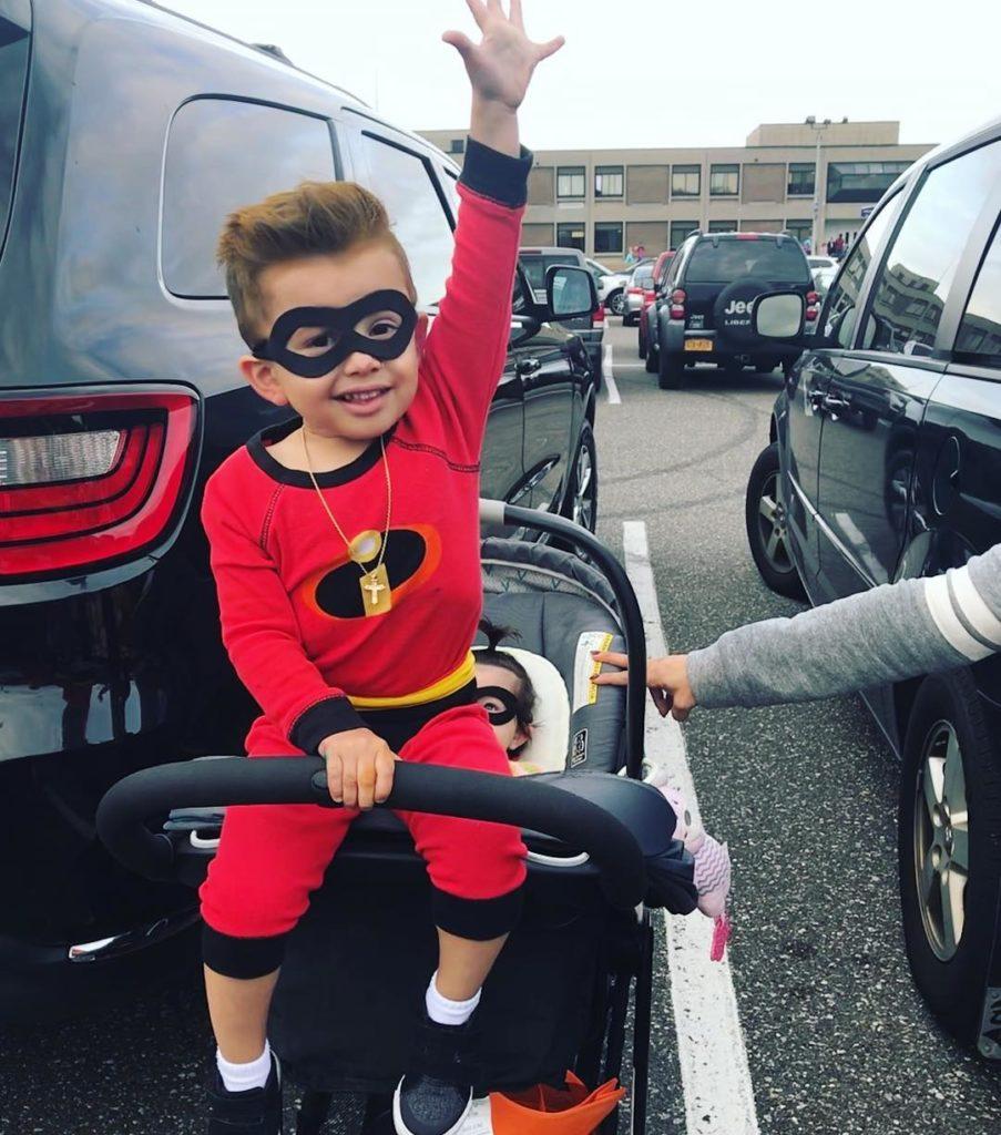 niño disfrazado de los increibles
