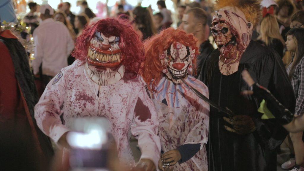 personas disfrazadas en halloween