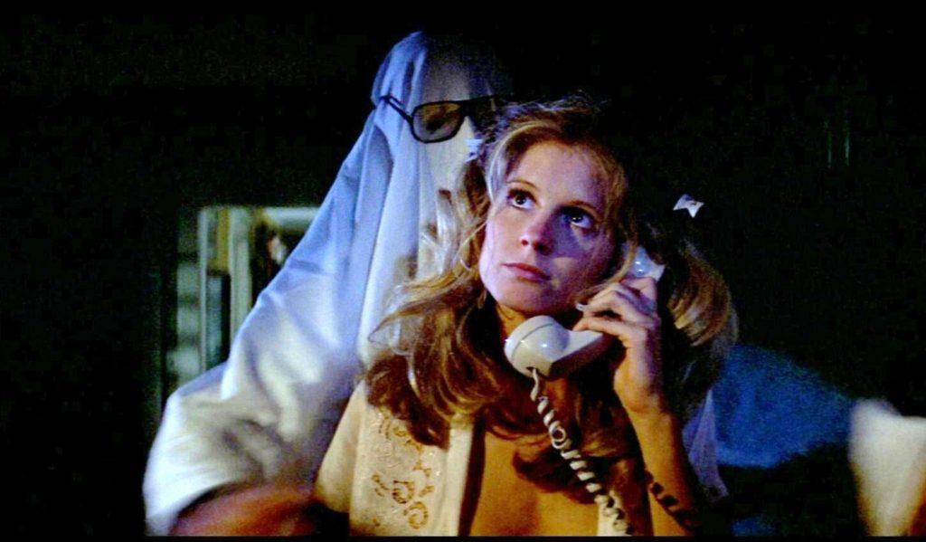 escena del telefono noche de halloween