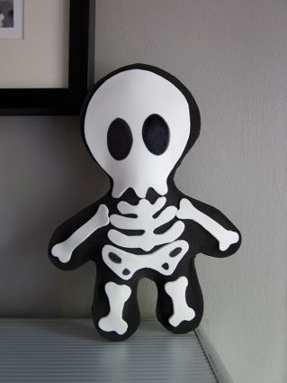 esqueleto hecho con goma eva