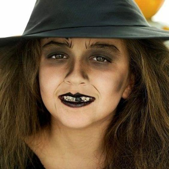 niña con maquillaje de bruja
