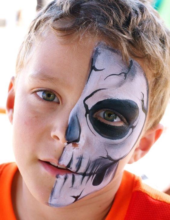niño maquillado de calavera