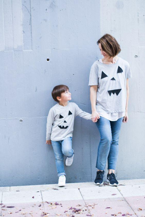 niño y madre con camiseta de halloween