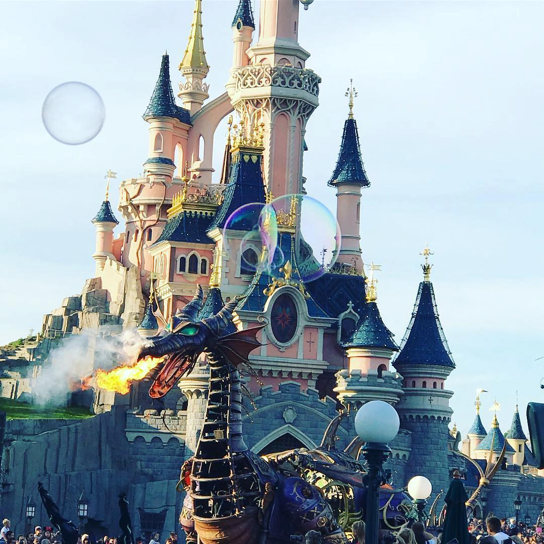 castillo en halloween de disney