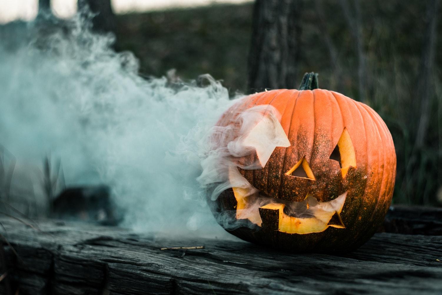 calabaza con humo de halloween