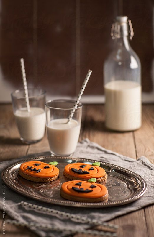galletas de halloween y leche